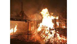 Read more: VIDEO. Incendiu de proporții, azi-noapte, într-o comună din Vâlcea. Pompierii s-au luptat cu flăcările ore în șir!