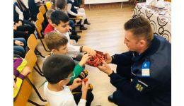 Read more: Jandarmii argeșeni, întâlniri cu copiii