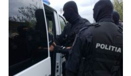 Read more: VIDEO.Argeș.Grupare specializată  în trafic de droguri, destructurată