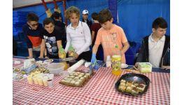 Read more: Târg gastronomic organizat de elevii din Mioveni pentru colegii nevoiași