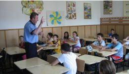 Read more: Polițiștii au discutat cu elevii din liceele din Râmnicu Vâlcea despre delincvența juvenilă