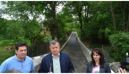 Read more: Primarul Mircia Gutău a inaugurat lucrările de modernizare a străzii Gura Văii din cartierul Căzăneşti