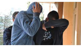 Read more: Doi bărbaţi din Drăgăşani, bănuiţi de tâlhărie calificată, arestaţi preventiv
