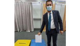 Read more: Așa s-a furat PNL. De exemplu, liberalul argeșean Mihai Coteț votează ilegal