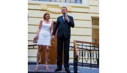Read more: Lucrurile se complică în familia prezidenţială . Klaus Iohannis şi-ar fi înşelat nevasta şi a băgat-o în belea