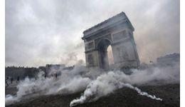 Read more: Parisul în flăcări. Incredibil ce fac, chiar acum, Macron cu nevasta