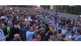 Read more: Defilarea mândră a românilor care urăsc din tot sufletul România