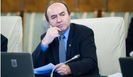 Read more: Cum i-a manipulat profesorul Tudorel Toader pe vanitoşii procurori