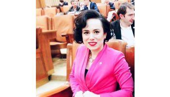 f_350_200_16777215_00_images__2017_04aprilie_Simona-B.-O.-la-Parlament-2019.jpg