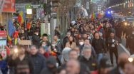 Protestele care îi fac fericiți pe guvernanți