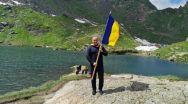 Leornardo di Caprio la Bâlea. Război în Făgăraș. Deputatul Eugen Neață a dus Tricolorul în vârful munților. Patriotismul nu e o glumă