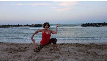 f_350_200_16777215_00_images_6news335_yoga_teacher_1.jpg